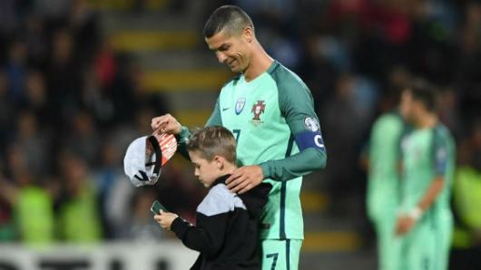 Cristiano Ronaldo habría sido padre de gemelos