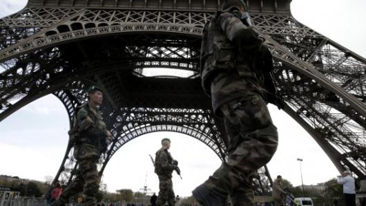 Francia: Macron firmó una polémica ley antiterrorista
