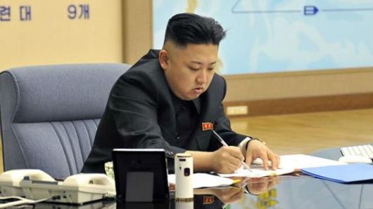 Kim aplaza lanzamiento de misiles cerca de Guam