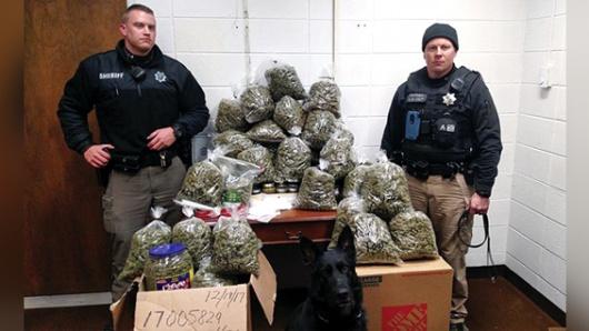 Detienen a una pareja que transportaba marihuana