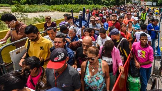 Ingresan 470 mil venezolanos a Colombia por crisis en su país