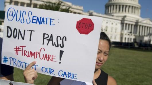 Obamacare es una pesadilla, dice Trump e insta a reemplazarlo