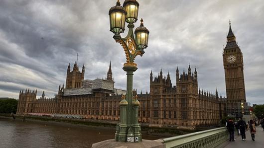 Arrestan a sujeto con cuchillo frente a Parlamento británico