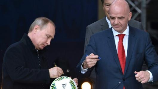 Resultado de imagen para Vladimir putin y presidente de la FIFA tratan sobre Copa Mundial