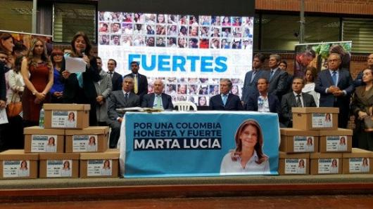 Pastrana oficializa a Marta Lucía como su candidata de coalición