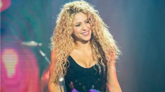 Cantante Ariana Grande promete ofrecer concierto benéfico en Manchester