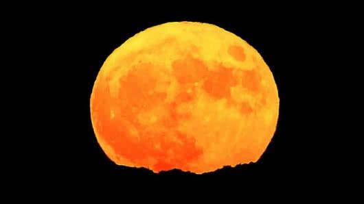 2cd43c0e35 Para final de mes habrá una trilogía de eventos astronómicos que harán ver  a la Luna de forma impresionante.