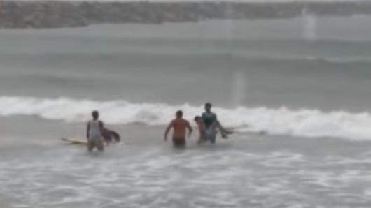 5933ce171f40 En pleno entrenamiento murió surfista brasileña al ser alcanzada por un rayo