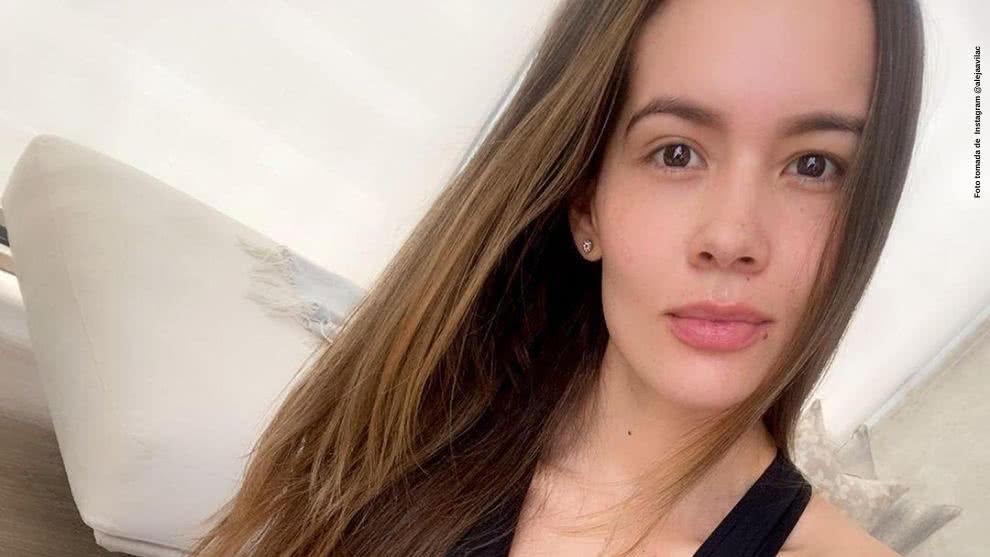 Alejandra Avila usa una prenda para evitar contagio del virus