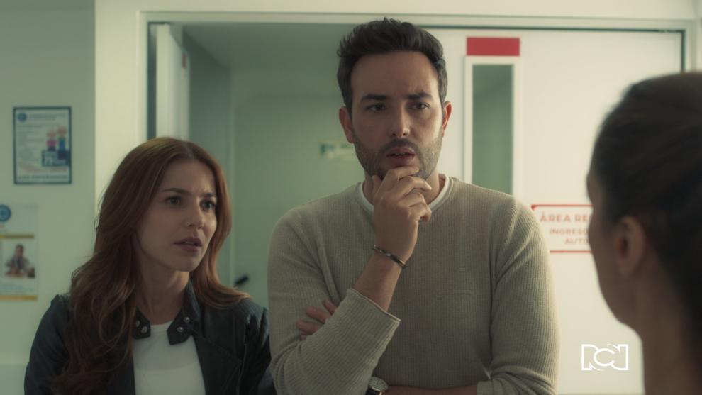 Mauricio llama a Jorge para que lo ayude, pues el equipo de prevención del hospital consideró que, por el momento, no es conveniente que Isabel viva con él.