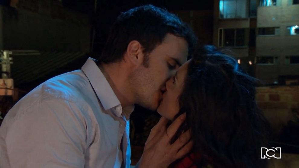 Pobres Rico | Capítulo 18 | Gonzalo besa a Mariela