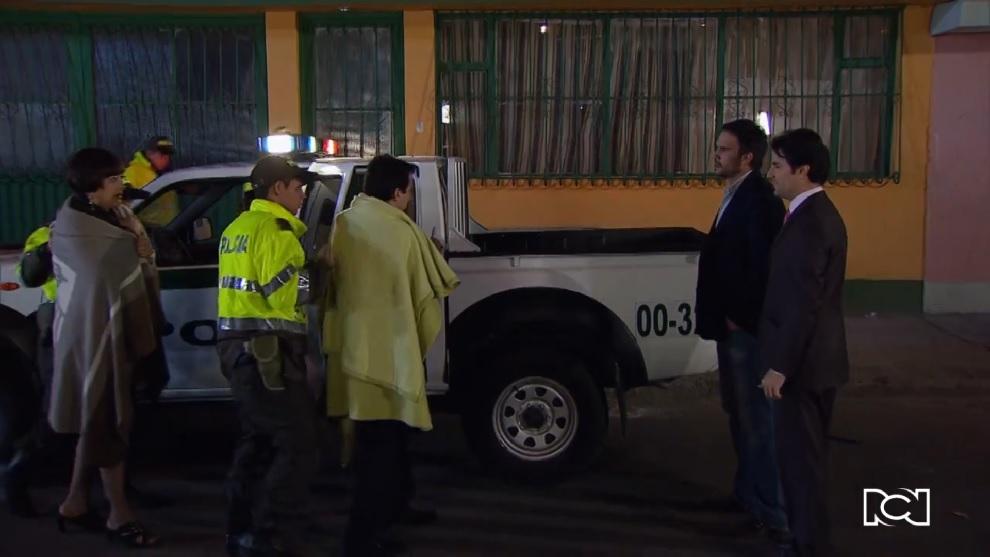 Pobres Rico | Capítulo 57 | Con la ayuda de Gonzalo, la policía captura a Alejandro