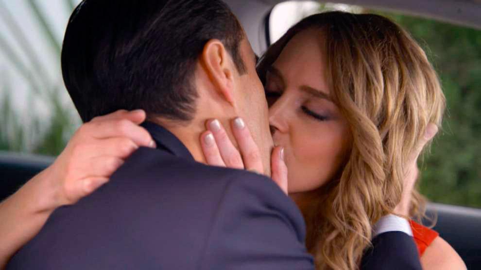 Diego se besa con Guadalupe y Ringo los ve