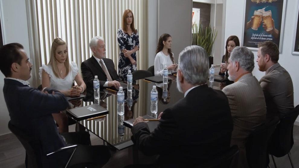 Julia intenta recuperar la presidencia de la empresa