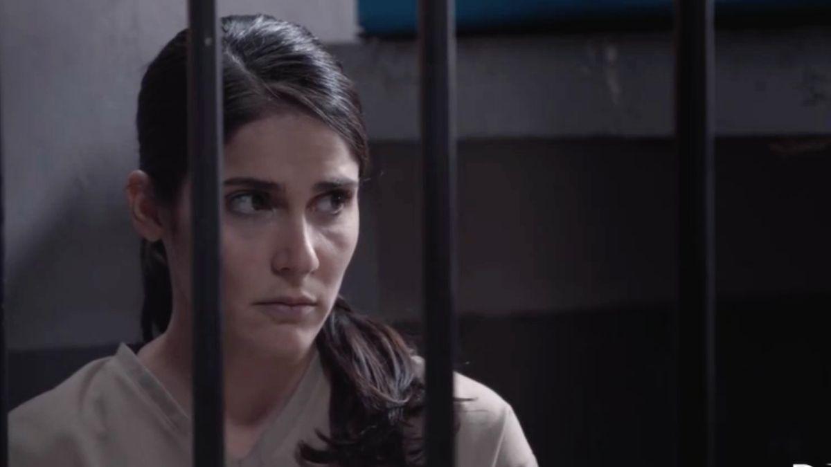 Elena es detenida por la Polícia