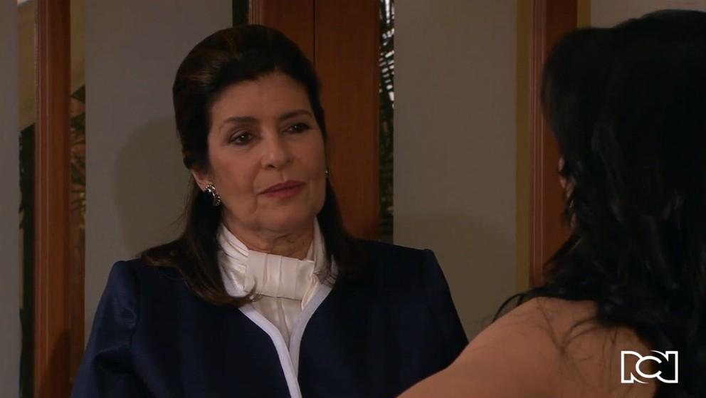 Oriana le ofrece dinero a Teresa para alejarla de Fernando
