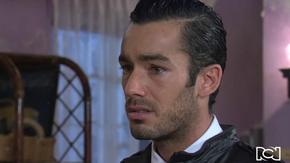 Mariano se entera que Arturo le pedirá matrimonio a Teresa