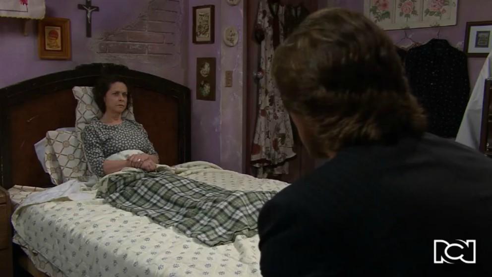 Doña Refugio se entera del compromiso entre Arturo y Teresa