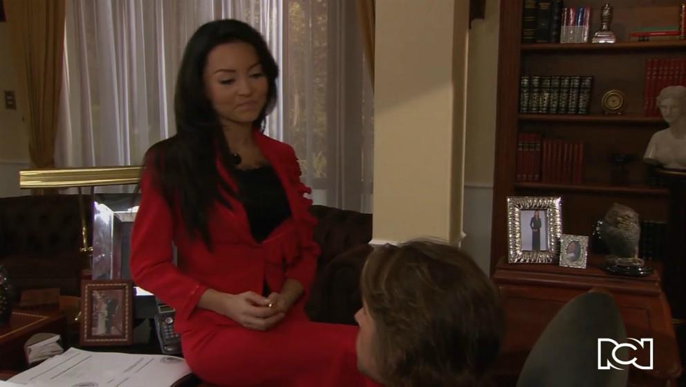 Teresa ayuda a Arturo con el caso de Sáenz