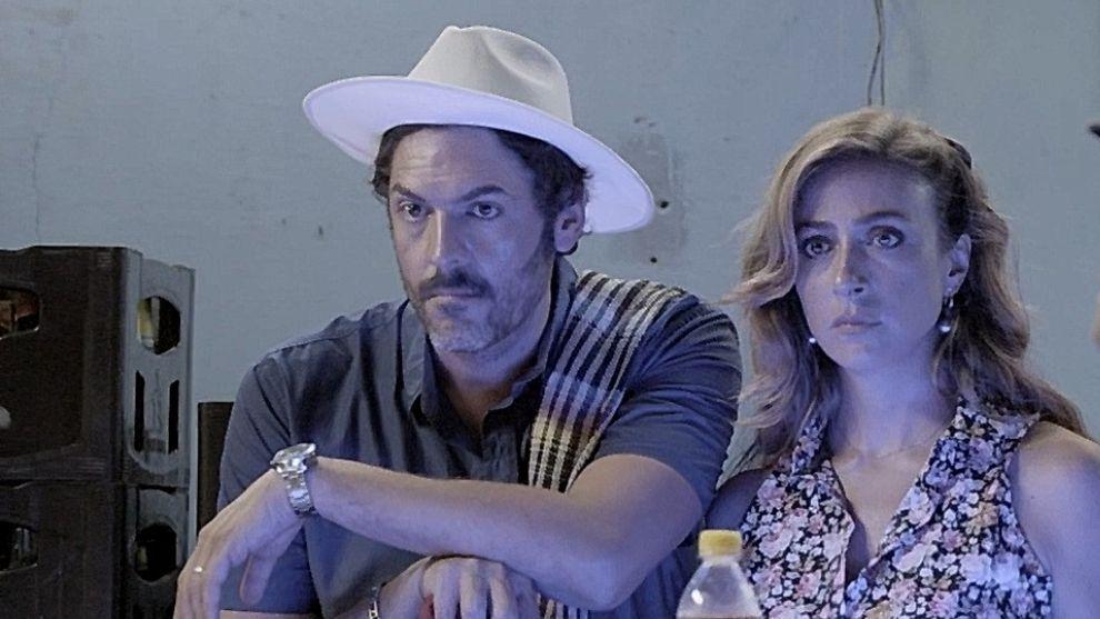 Diana y Raúl se besan y viven un apasionado momento