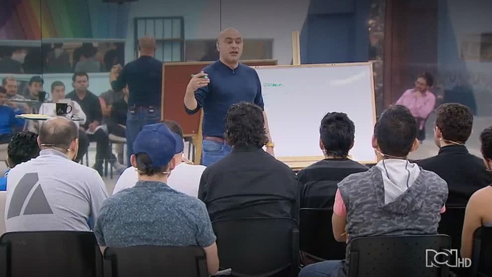 José Ordóñez y los participantes en el laboratorio del humor