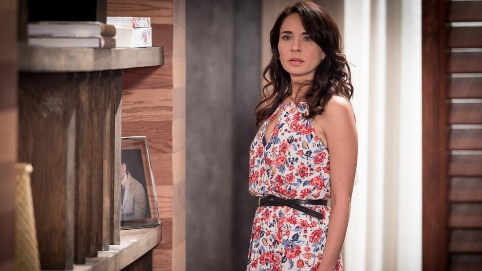Adriana Louvier interpreta a Carolina Rivas Trejo de Alvarado en 'Caer en tentación'