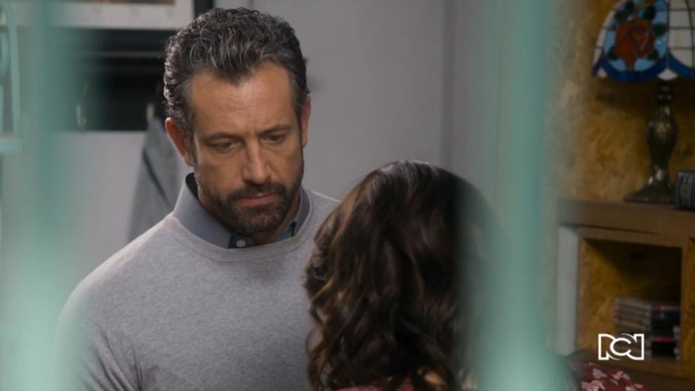 Carolina le oculta un secreto a Damián