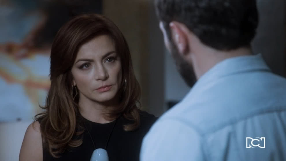 Raquel decide conversar con Santiago