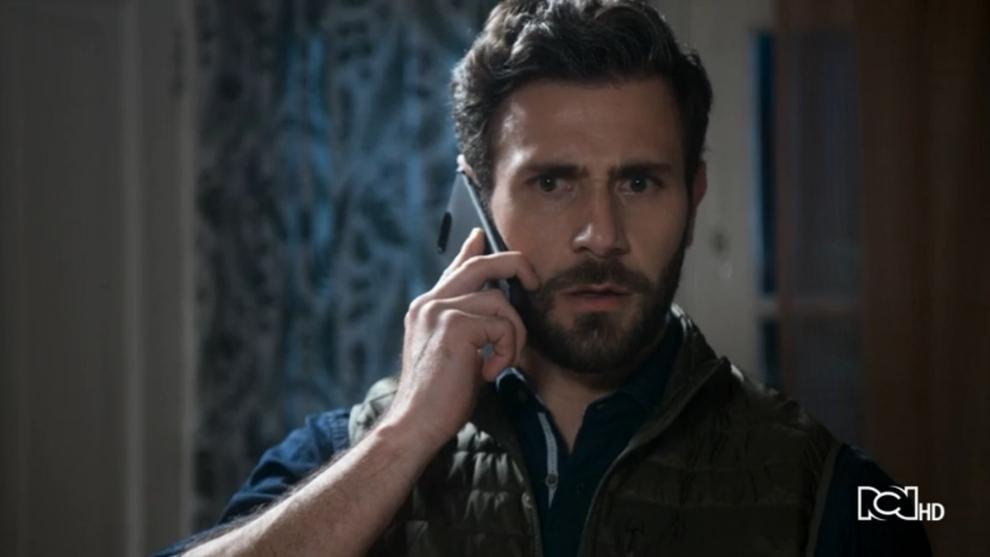 Santiago recibe una llamada