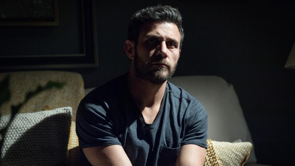 Carlos Ferro es Santiago Alvarado Flores en 'Caer en tentación'