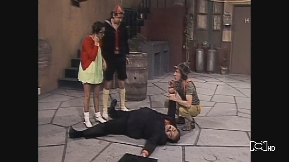 El Señor Barriga finge estar muerto