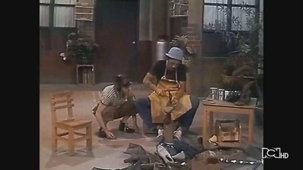 Don Ramón arregla zapatos