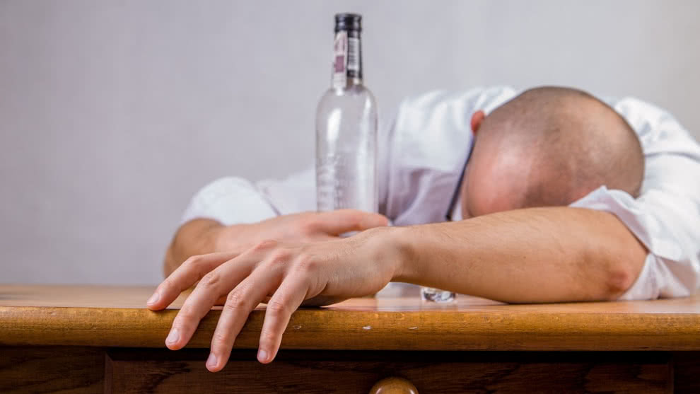 como identificar a un alcoholico