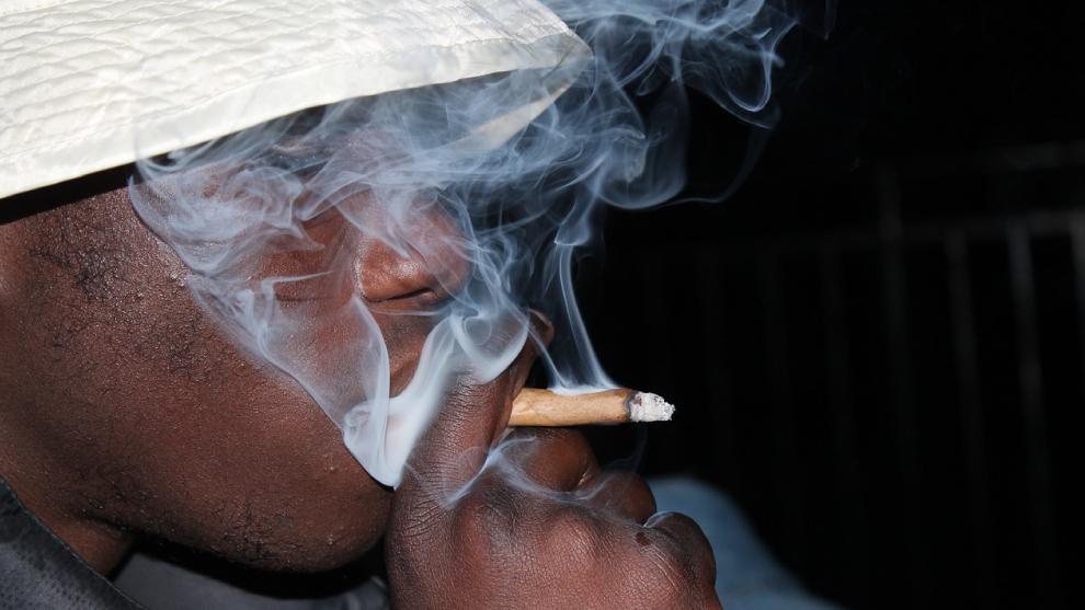La dosis mínima: prohibición, legalización y testimonio de un adicto