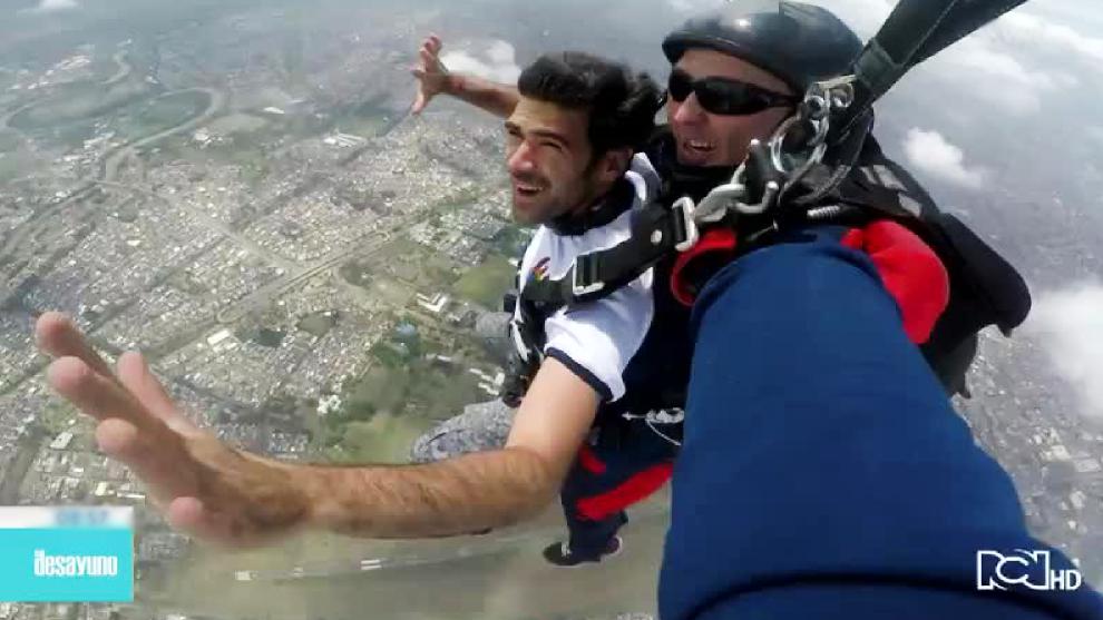 Video: Camilo Angulo salto en paracaidas con la Fuerza Aérea