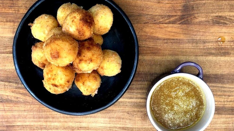 Receta del día: bolitas crocantes de papa con queso y jamón
