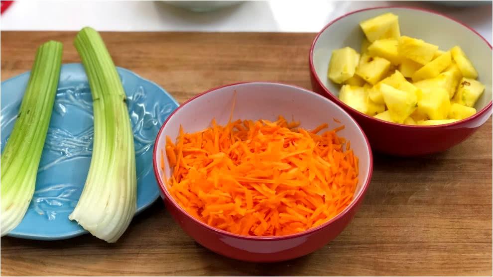 Zumo Para Calculos Renales Apio Zanahoria Pina Y Limon El Desayuno Rcn Como cada lunes, por aquí os dejo el enlace al vídeo tutorial para que veáis lo fácil que es hacer esta nutritiva crema de zanahoria y apio. renales apio zanahoria