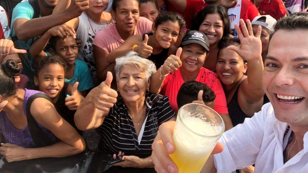 Zumo con electrolitos: sábila, piña y agua de coco
