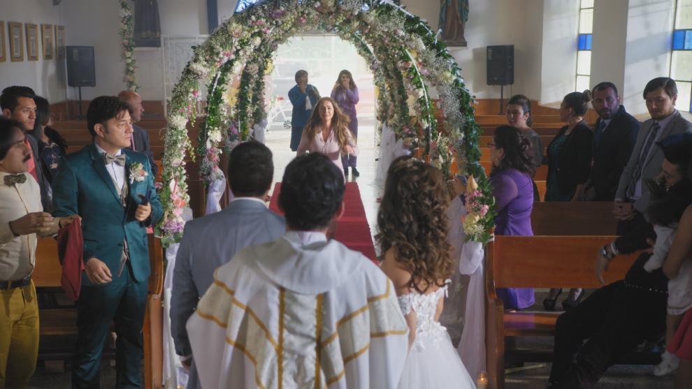 La chiquita brava llega al matrimonio del Tigre