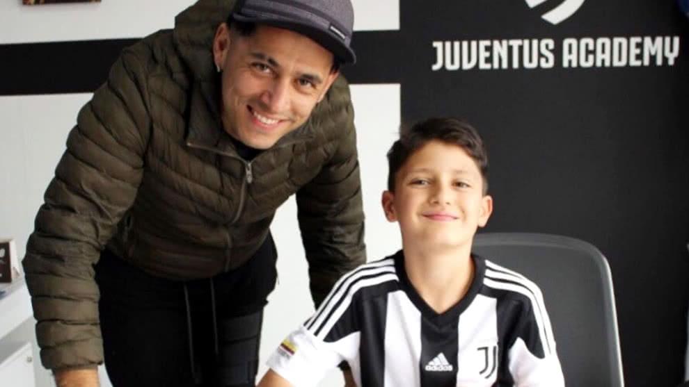 El tierno video de Santiago Alarcin bailando junto a su hijo Matias