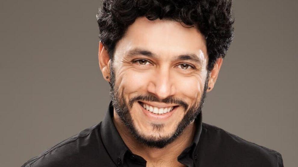 Santiago Alarcon demuestra sus habilidades para el canto