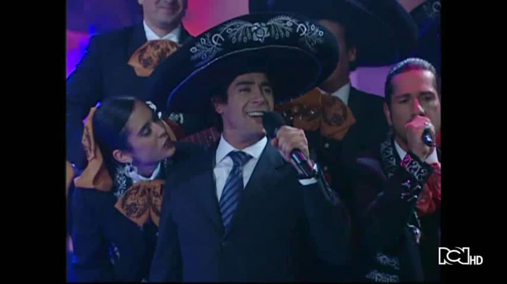 Alejandra y Rafael le cantan a su amor | Hasta Que La Plata Nos Separe
