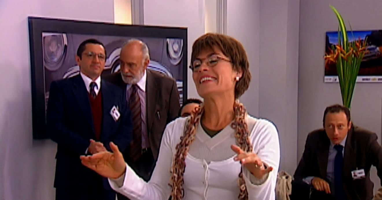 Katherine Velez es la generala en Hasta que la plata nos separe