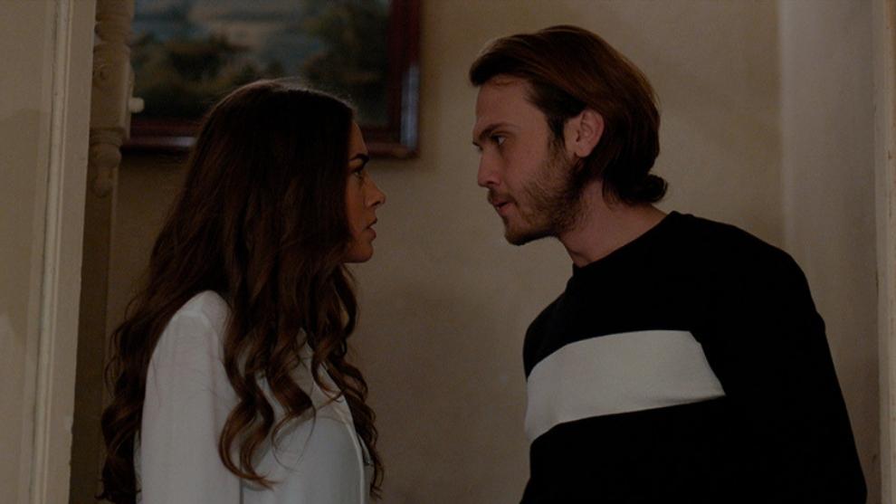 Eylem descubre a Mert hablando con Melek