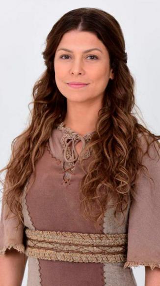 Barbara Borges como Livona