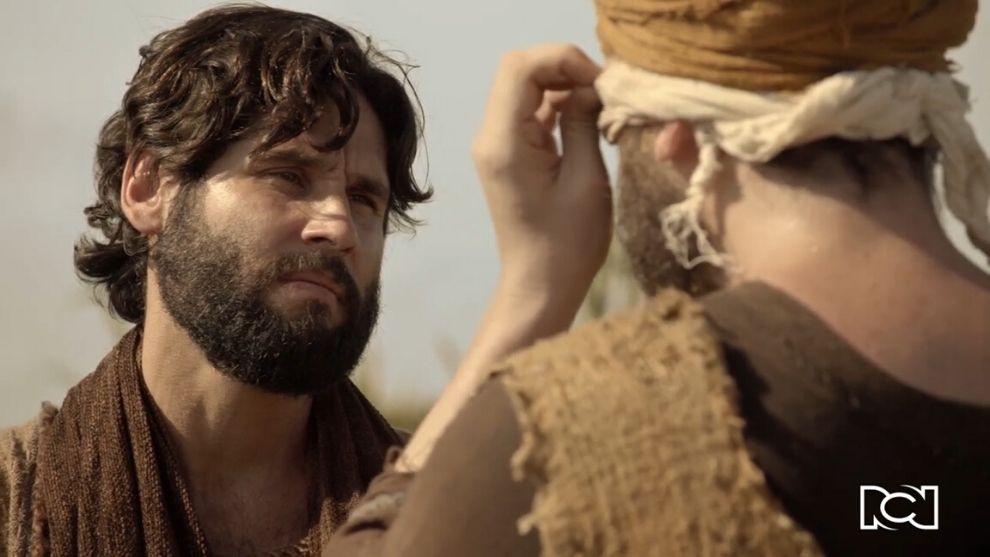 Jesús | Capítulo 73 | El mesías le devuelve la vista a un hombre