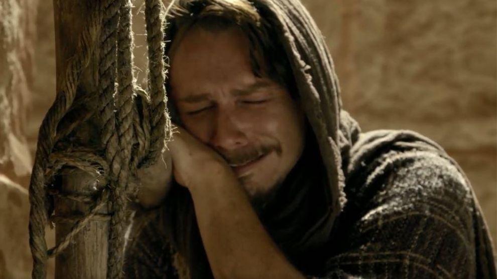 Jesús | Capítulo 85 | Pedro niega a Jesús y llora amargamente