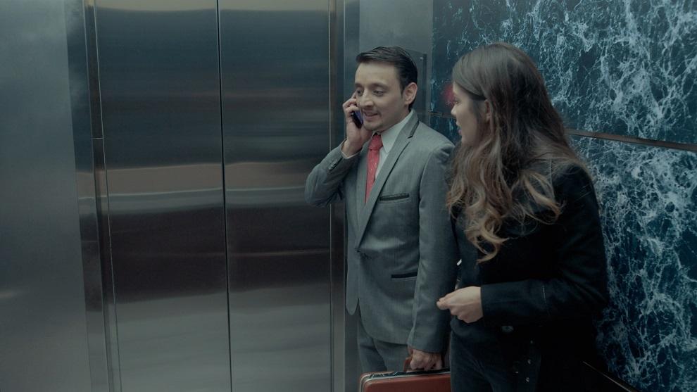 Marcos y Evelyn atrapados en el ascensor