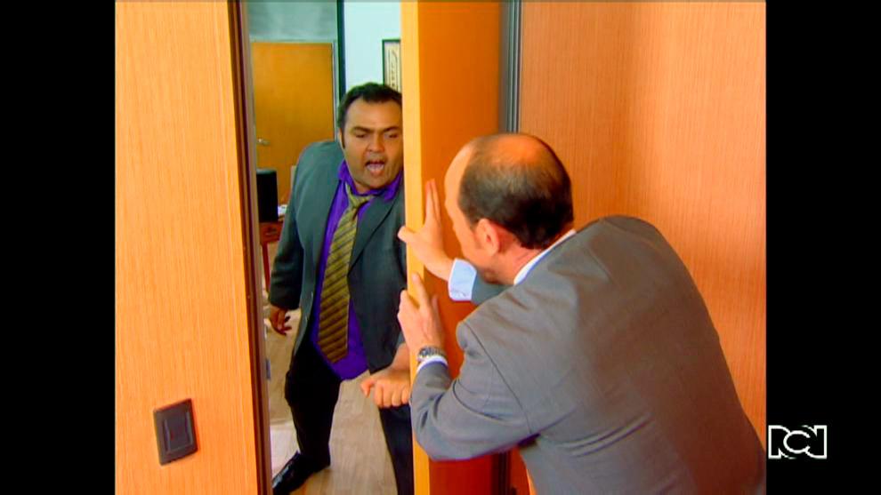 Beto esta dispuesto a agredir a Emilio por haberlo suplantado