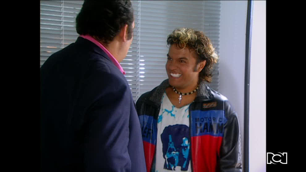 Leo pilla a Beto muy cerca de la doctora Natalia